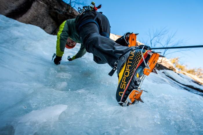 کرامپون کفش کوهنوردی
