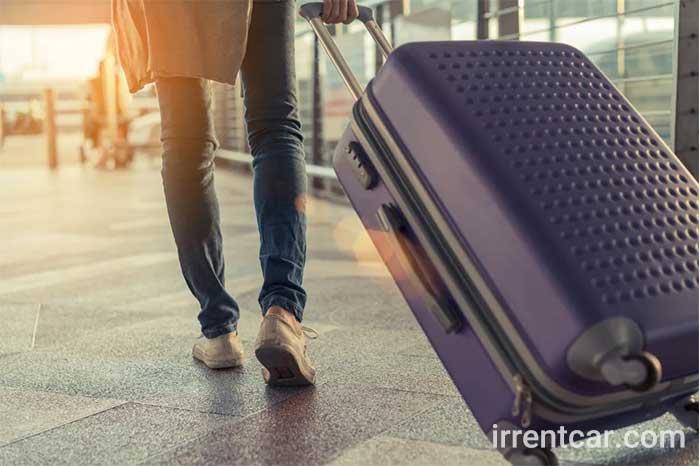 برای سفرهای طولانی میتوانید از بین چمدان پلی پروپیلن و چمدان فایبرگلاس یا پلی کربنات انتخاب کنید.