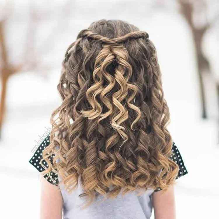 مدل بستن موی فر دختربچه ها (پیچشی)